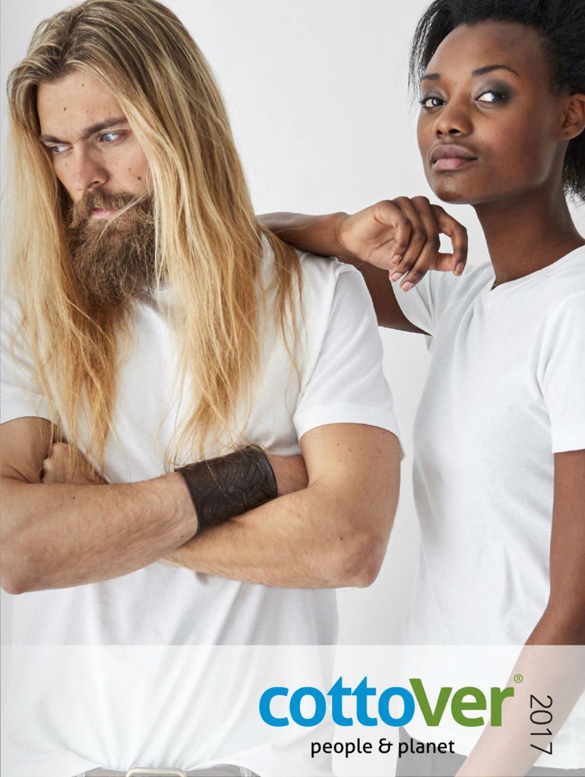 mann og kvinne i hvite t-skjorter